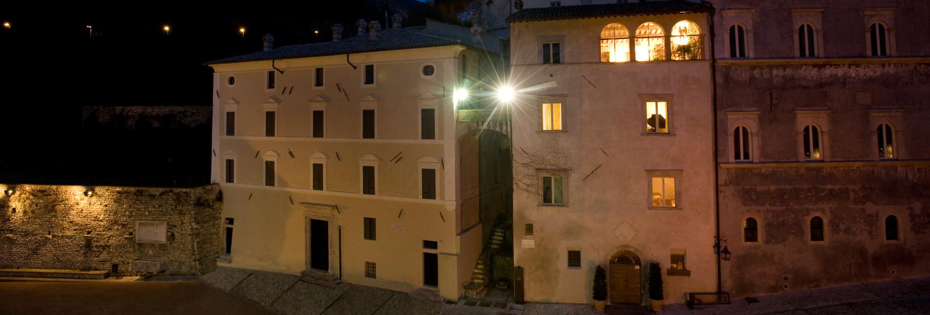 Casa Menotti in notturna